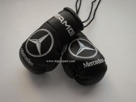 Cувенирные перчатки Mercedes на салонное зеркало